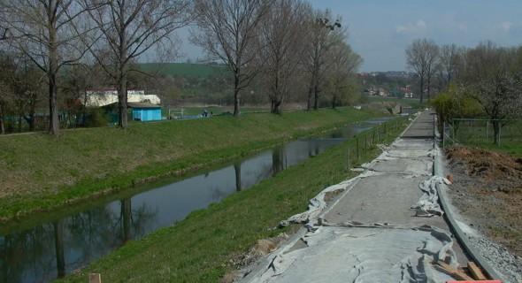 Budování cyklostezky do Louk